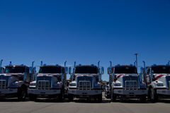 Camiones occidentales de la estrella en el distribuidor autorizado fotos de archivo