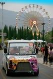 Camioneta expresso com fundo colorido da roda de ferris Fotografia de Stock Royalty Free