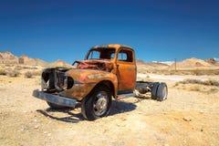 Camioneta pickup vieja en riolita del pueblo fantasma Fotografía de archivo libre de regalías