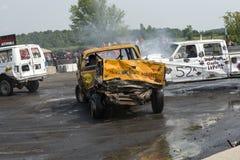 Camionete com parte frontal destruída Fotografia de Stock Royalty Free