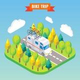 Camionete de campista com bicicleta em um telhado Viaja e a ilustração isométrica de acampamento do vetor no estilo 3d liso Acamp Fotografia de Stock
