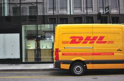 Camionete de DHL na rua de Genebra Fotos de Stock Royalty Free