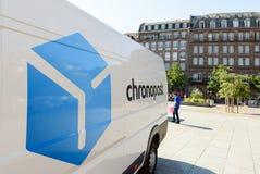 Camionete de entrega de CHRONOPOST no centro da cidade Imagens de Stock Royalty Free