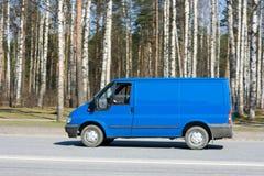 Camionete de entrega em branco azul Fotografia de Stock