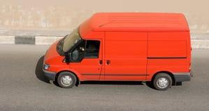 Camionete de entrega em branco vermelha do meu fotos de stock