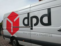 Camionete dinâmica da empresa de entrega da distribuição DPD do pacote Imagem de Stock