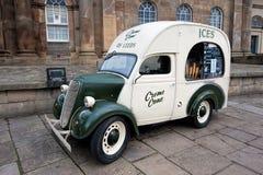 Camionete do gelado do vintage Foto de Stock