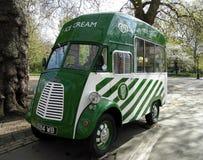 Camionete velha do gelado de Morris Fotografia de Stock