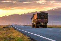 Camionista na estrada imagens de stock royalty free