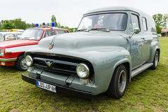 Camionnette normal F-100 de Ford de camion pick-up Photographie stock libre de droits