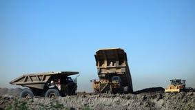 Camions à une mine de charbon dans le Dakota du Sud photographie stock