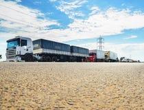 Camions arrêtés sur les routes pour la protestation l'augmentation diesel des prix Photographie stock libre de droits