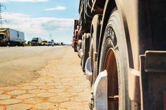 Camions arrêtés sur les routes pour la protestation l'augmentation diesel des prix Image libre de droits