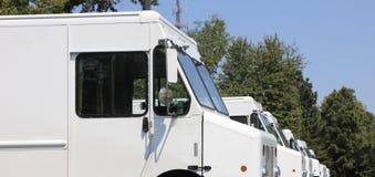 Camions de distribution du courrier photographie stock libre de droits