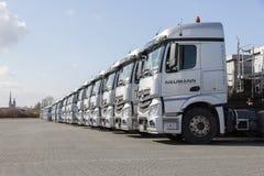 Camions de Mercedes Benz Actros d'Allemand d'entreprise de transport Neumann Photographie stock