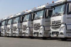 Camions de Mercedes Benz Actros d'Allemand d'entreprise de transport Neumann image libre de droits