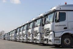 Camions de Mercedes Benz Actros d'Allemand d'entreprise de transport Neumann Image stock