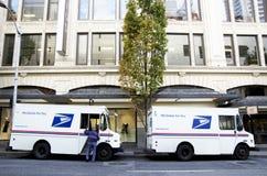 Camions de service postal d'USPS Photographie stock libre de droits