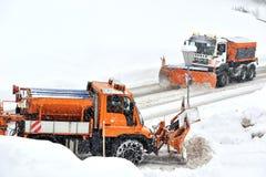 Camions de solvant de neige au travail Image libre de droits