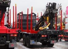 Camions et chargeurs de forêt photos stock
