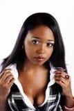 Camisa afroamericana atractiva del blanco del chaleco de la tela escocesa de la mujer Imagen de archivo