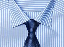 Camisa azul listrada com laço fotos de stock