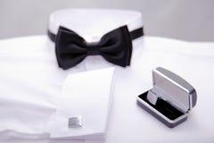Camisa blanca con el bowtie negro Imagen de archivo libre de regalías