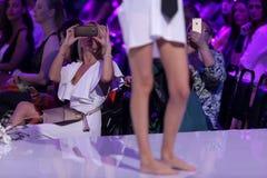 Camisa blanca femenina de Sofia Fashion Week Fotografía de archivo