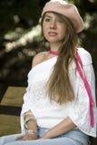 Camisa blanca y sombrero rosado imagen de archivo libre de regalías