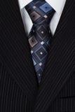 Camisa branca e terno azul dos homens do laço Imagem de Stock