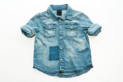 Camisa de la mezclilla de la moda fotografía de archivo libre de regalías