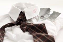 Camisa de los hombres con el punto del lápiz labial Imagen de archivo libre de regalías