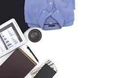 Camisa de los hombres de la visión superior, tableta de los pantalones largos Fotografía de archivo