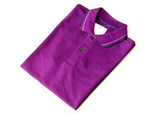 Camisa de polo púrpura Fotos de archivo