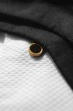 Camisa del blanco del lazo negro fotos de archivo libres de regalías
