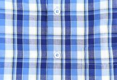 Camisa del hombre de la tela escocesa, fondo del primer del botón Imágenes de archivo libres de regalías