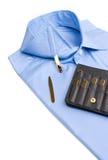 Camisa doblada con estancias del cuello del oro Foto de archivo