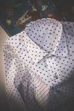 Camisa dos às bolinhas com caixas de presente Fotos de Stock