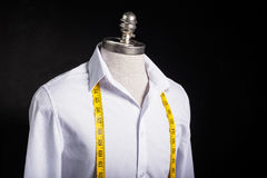 Camisa e fita da medida Fotografia de Stock Royalty Free