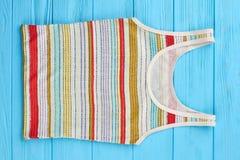 Camisa fêmea do verão em listras coloridas Fotografia de Stock Royalty Free
