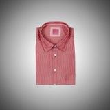 Camisa masculina agradable contra la pendiente Foto de archivo libre de regalías