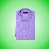 Camisa masculina agradable contra la pendiente Imágenes de archivo libres de regalías