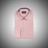 Camisa masculina agradable contra la pendiente Imagen de archivo libre de regalías