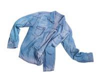 Camisa masculina de la mezclilla azul aislada en blanco fotos de archivo libres de regalías