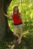 Camisa rubia del rojo de la muchacha Imagen de archivo
