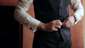 Camisa, terno e veste à moda de vestido do homem vídeos de arquivo