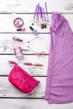 Camisa y collage púrpuras femeninos de los accesorios Imagenes de archivo