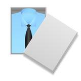 Camisa y lazo azules en caja Imagenes de archivo