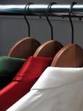 Camisas à moda em ganchos Imagem de Stock Royalty Free