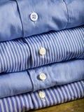Camisas azules foto de archivo